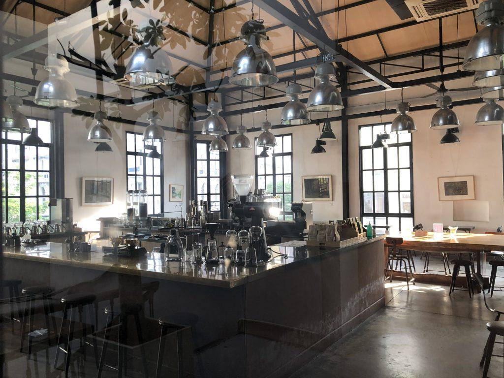 Vì sao nên thiết kế thi công quán cafe phong cách cổ điển.