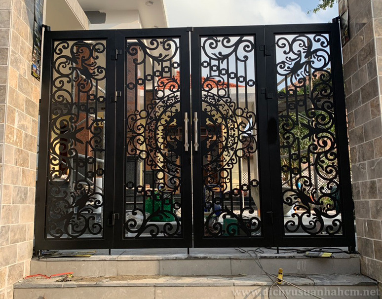 Sửa chữa cửa sắt uy tín, chuyên nghiệp, giá rẻ tại TP.HCM